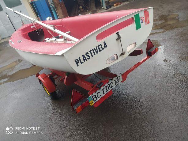 Парусна лодка Plastivela