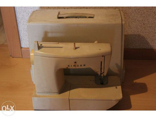 Maquina de costura singer com mala própria