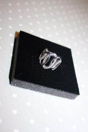 Piękny pierścionek - owale z cyrkoniami - rozmiar 17