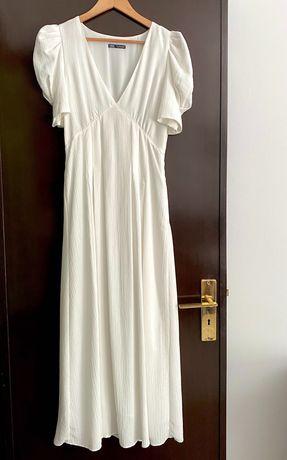 Vestido branco decote em bico