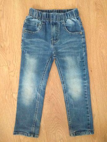 Продам джинси на хлопчика р.104-110