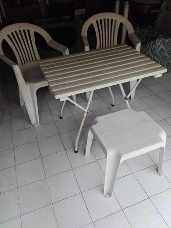 Mesa,cadeiras e mesa de apoio jardim