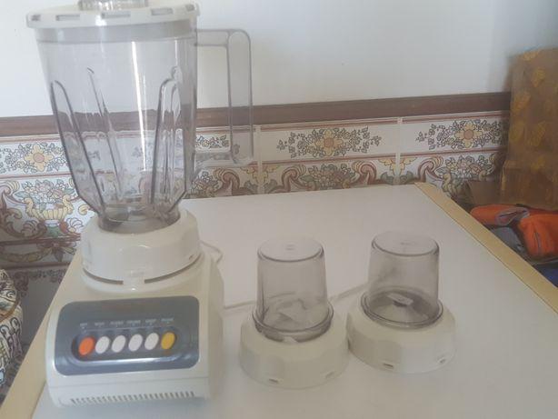 Liquidificador  Nova  em caixa  faz  diversas  utilizações