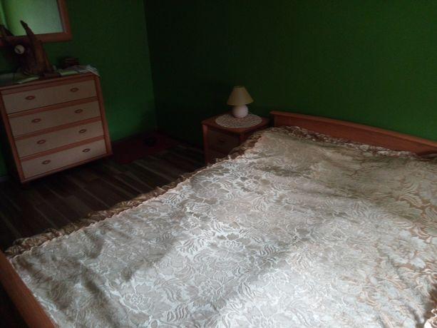 Sypialnia, lustro, szafki nocne, lampki