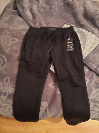 Nowe spodnie dresowe