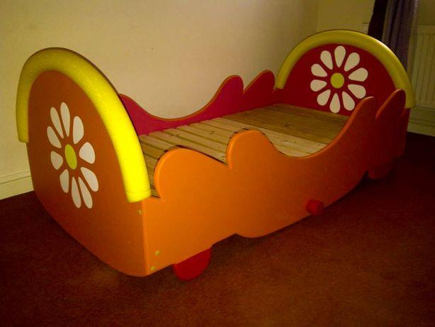 Wooden Upsy Daisy Kids Bed. Cama de crianças madeira
