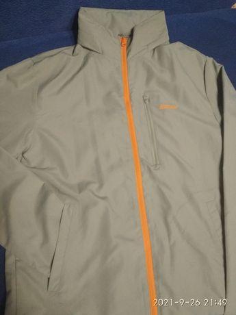 Продаю новую фирменную куртку( ветровку)