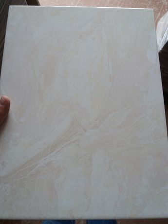 Продається керамічна  плитка на стіну