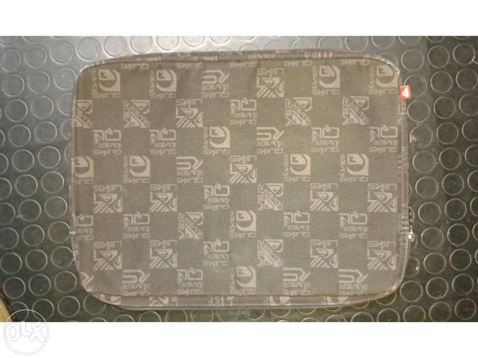 Bolsa para portátil da marca Quiksilver usada Lagos (São Sebastião E Santa Maria) - imagem 1