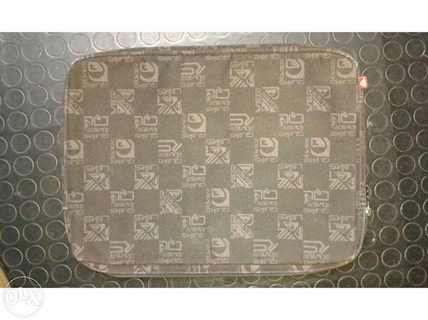Bolsa para portátil da marca Quiksilver usada