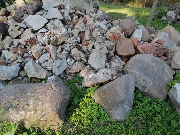 Kamień i gruz oddam