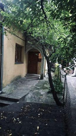 Цегляний будинок в районі Пивзаводу