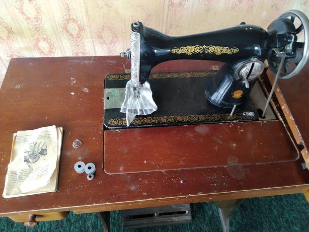 Швейная машинка ножной привод