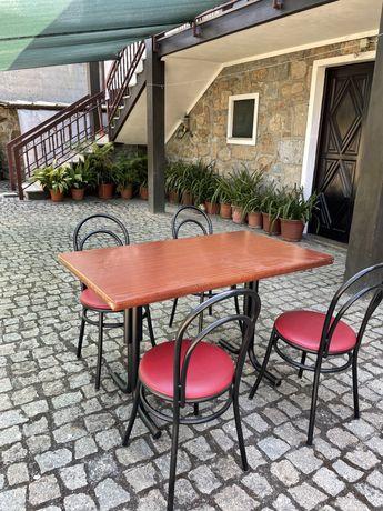 Conjunto mesa mais cadeiras