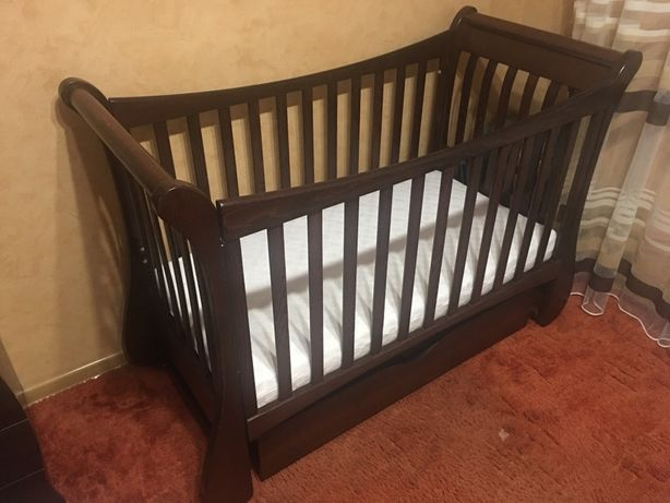 Продам комплект детская кроватка с маятником и комод-пеленатор компани