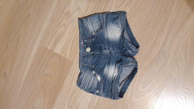 Sprzedam spodenki jeansowe 140