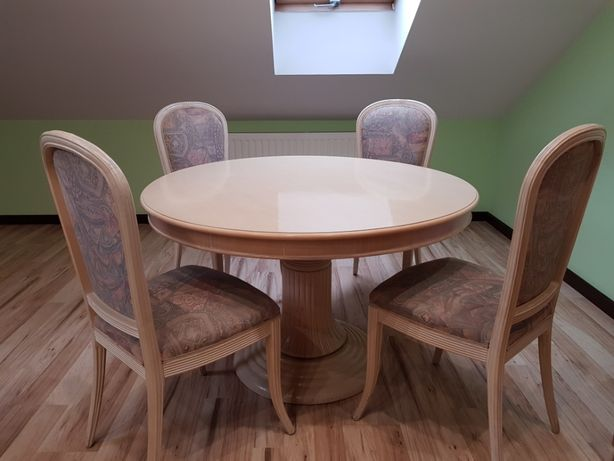 Stół drewniany okrągły i cztery krzesła. Stylowy zestaw. Teraz taniej.