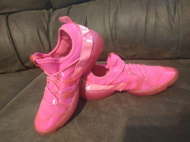 Яркие кроссовки на девочку. Обувь на девочку.