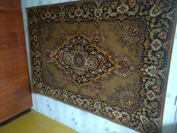 Продам ковёр 197 см х 137 см