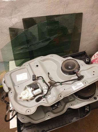 VW Touran elementy wewnętrzne drzwi przód i tył