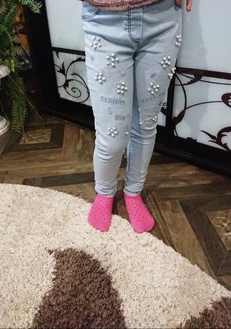 Джинсы на девочку 6 лет с вышивкой и бусинками. Недорого
