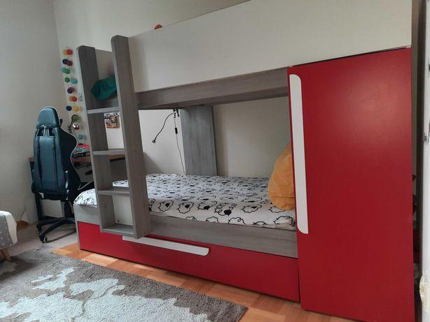 Praktyczne i funkcjonalne hiszpańskie łóżko piętrowe
