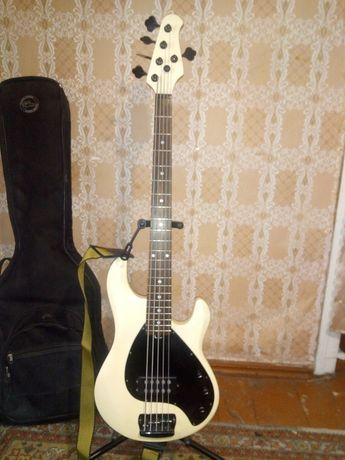Продам бас гитару OLP .