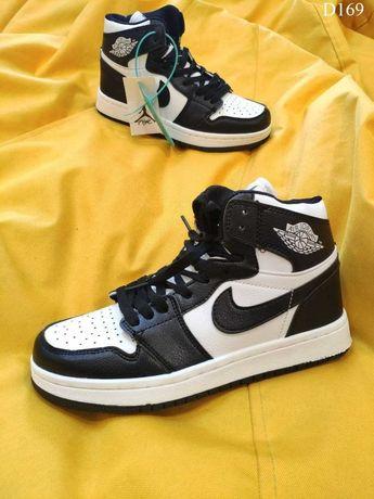 Женские кроссовки Nike Air Jordan 1 Retro (черно-белые) D169