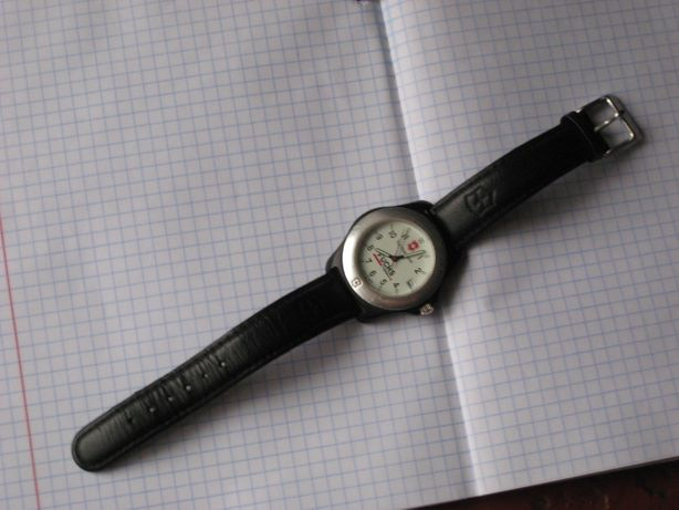 Продам часы швейцарские Victorinox