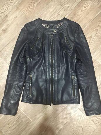 Продаю стильную кожаную куртку