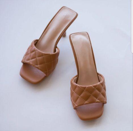 Chinelos e sandálias de verão