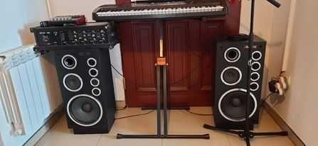 Keyboard Roland E-12 z nagłośnieniem