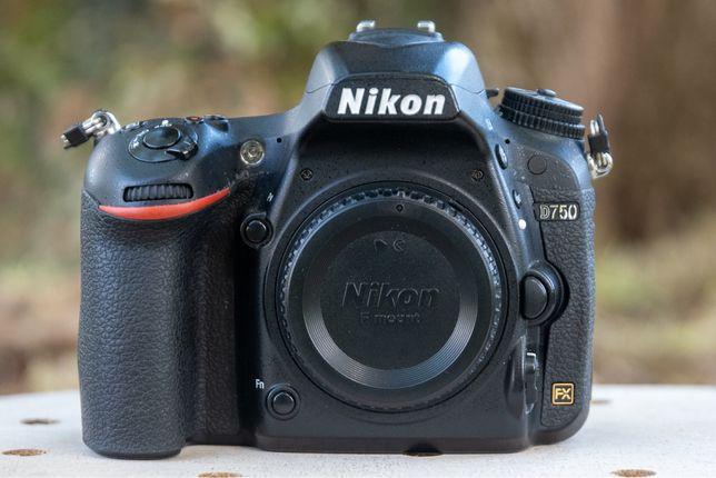Nikon D750 - < 30.000 clicks
