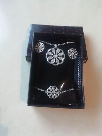 Komplet biżuterii Avon Lenora