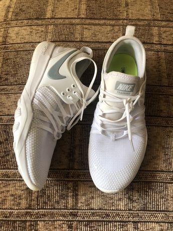 Женские кроссовки Nike original 40,5 размер