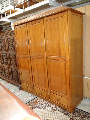 Roupeiro em madeira de 3 portas e três gavetas - óptimo estado