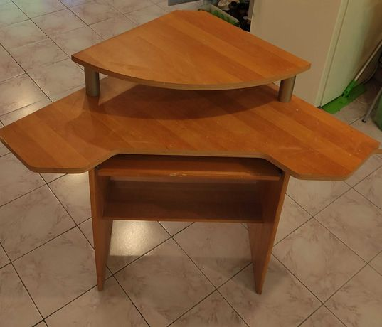 Stolik biurko pod komputer