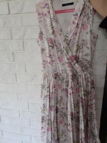 Sukienka w kwiaty plisowana