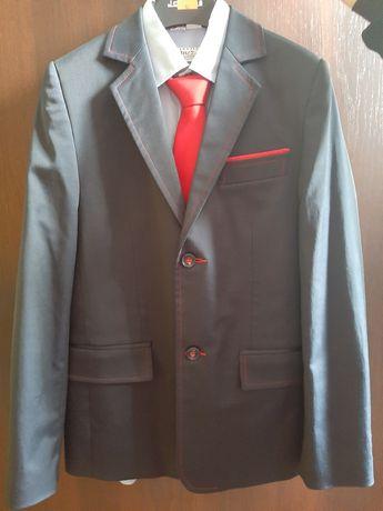 Sprzedam garnitur.