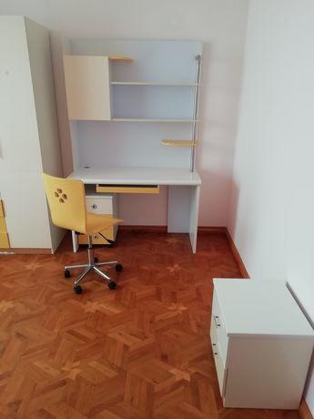 Детская спальня: кровать, шкаф, стол, стул, полка, тумбочка