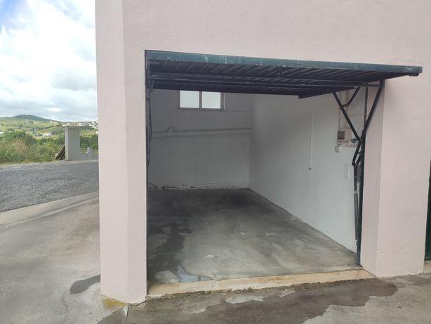Garagem 15m² acesso direto à rua