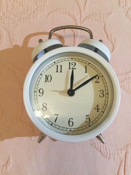 Relógio branco despertador