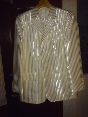 продається чоловічий костюм
