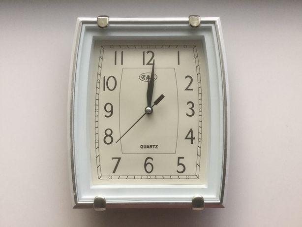 Часы настенные Quartz.