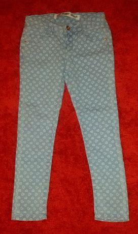 Spodnie w serduszka dla dziewczynki 128 cm