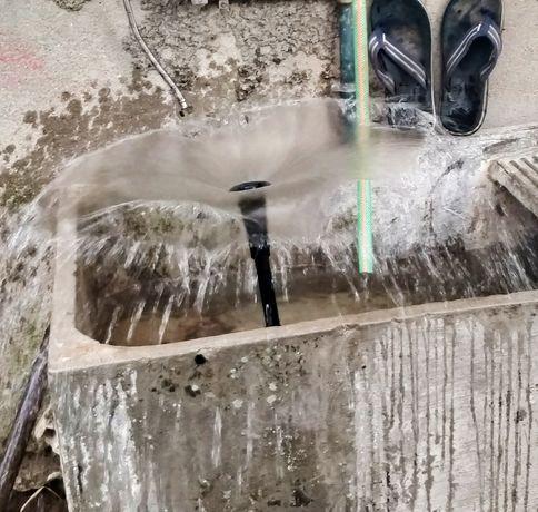Bomba.   de água