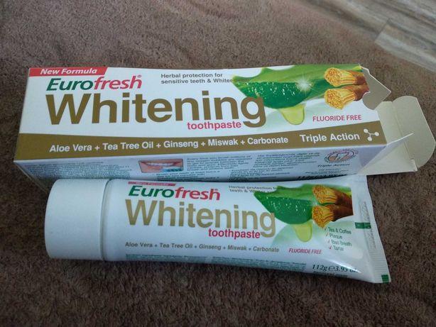 Wybielająca pasta do zębów Farmasi