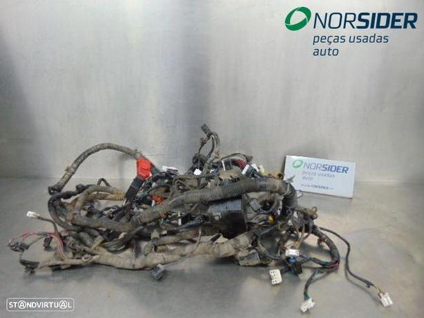 Instala elect comparti motor Mitsubishi L 200 Pick-Up|01-04