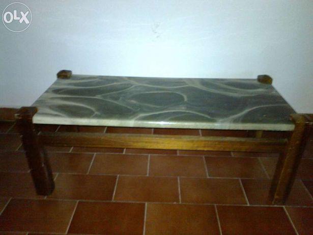 Mesa de centro anos 60 vintage, em madeira com tampo marmoreado