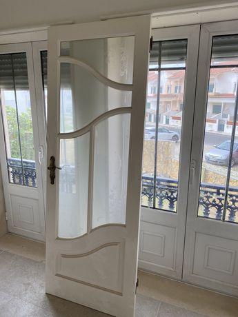 Vendo portas em excelente estado (madeira maciça)
